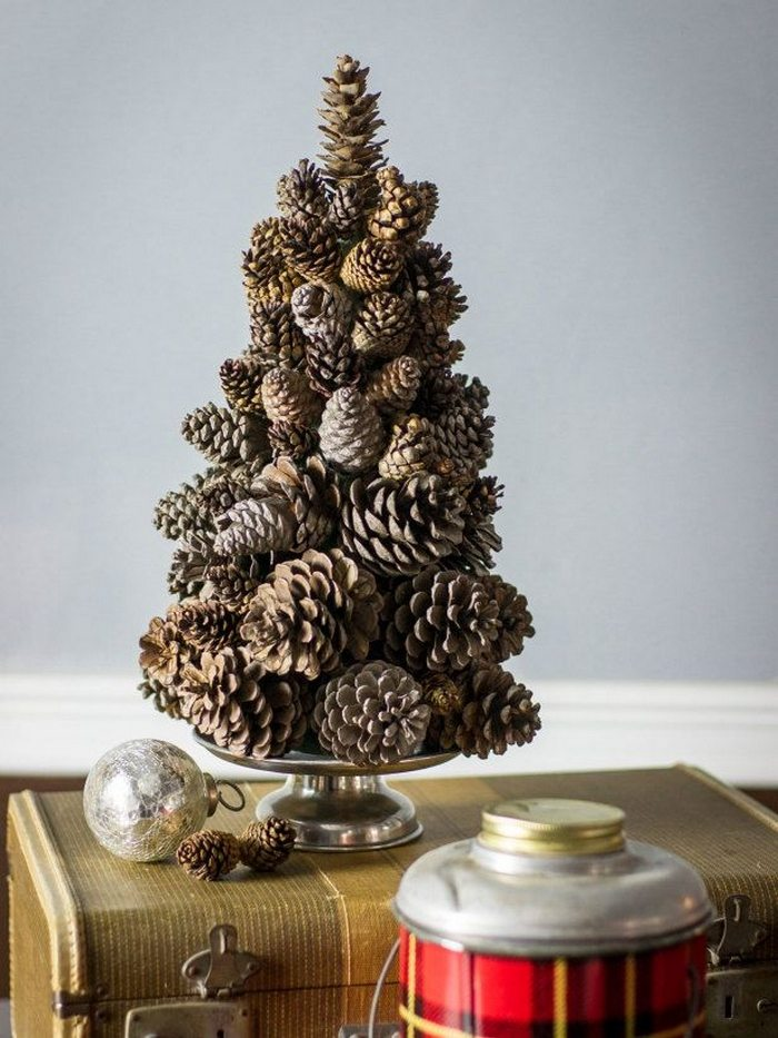 Mini Christmas tree made from pine cones! | Craft projects ...